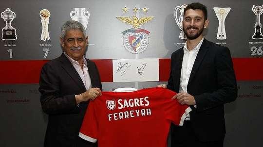 El delantero firmó por cuatro años con el cuadro portugués. SLBenfica