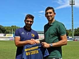 Rui Costa posa como nuevo jugador del Famalicão. Web/FCFamalicao.pt