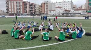 Imagen de la protesta de las jugadores del Atlético Masnou. At.Masnou