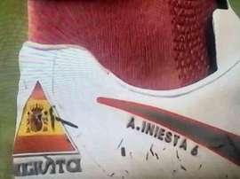Le polemiche scarpe di Iniesta. Twitter