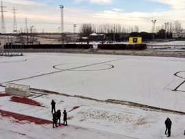 Uma ligeira neve cobriu o gramado do Unionistas. Twitter/UnionistasCF