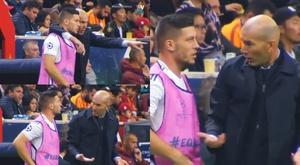 Zidane si dispera di fronte a un Jovic totalmente inespressivo. Vamos