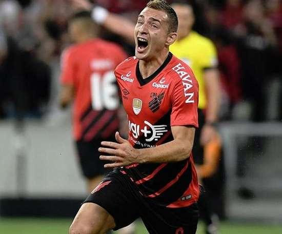 Athletico desfaz vantagem e avança nos pênaltis. Twitter/AthleticoPR