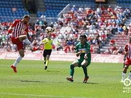 El Almería superó al Elche en un partido con ocho goles. LaLiga