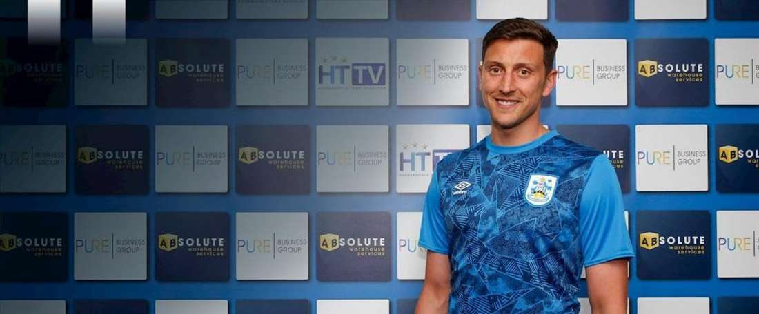 Tommy Elphick quitte Aston Villa pour s'engager en faveur de Huddersfield Town. HuddersfieldTown