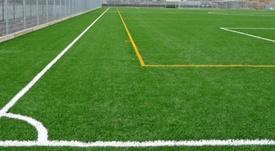 Los clubes de Primera y Segunda no tendrán que jugar en campos de hierba sintética. EFE/Archivo