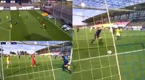 Un disparo y la peor de las suertes de cara a gol. Captura/Allsvenskan