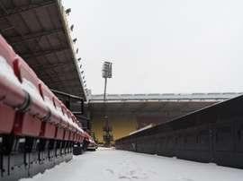 O Watford pediu ajuda para retirar a neve do recinto de jogo. WatfordFC