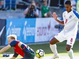 Bermudas sorprende a Panamá, Surinam golea. AFP