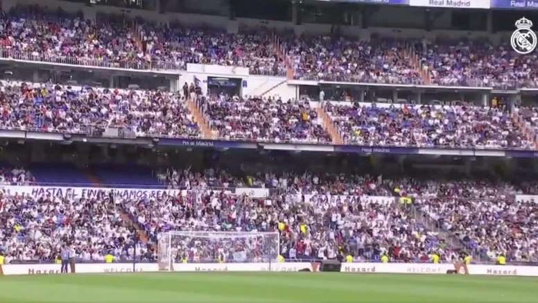 The Bernabéu is packed for Hazard's presentation. Captura/RealMadridTV