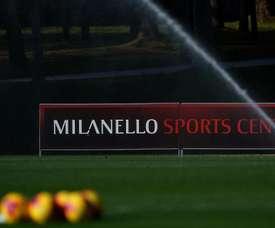 Milan e outros cinco clubes da Serie A suspendem treinamentos. Twitter/acmilan