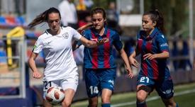 Estela es Policía nacional y jugadora de Primera División. Twitter/LUDFemenino