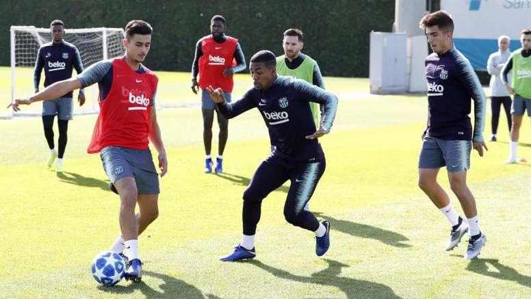 Messi, al fondo, entrenó con normalidad. FCBarcelona