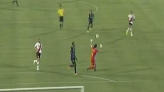 Imagen del error de Marcelo Barovero, de River Plate, en la Copa Suruga. Youtube