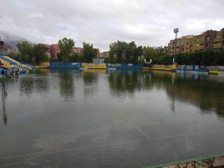 El estadio se inundió con el temporal Dana. Twitter/OrihuelaCF