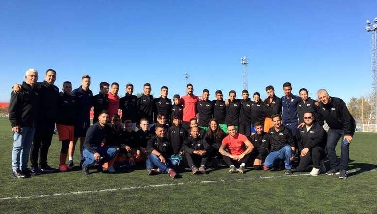 Dabur, Chicharito y Ocampos departieron con los jóvenes israelíes. SevillaFC
