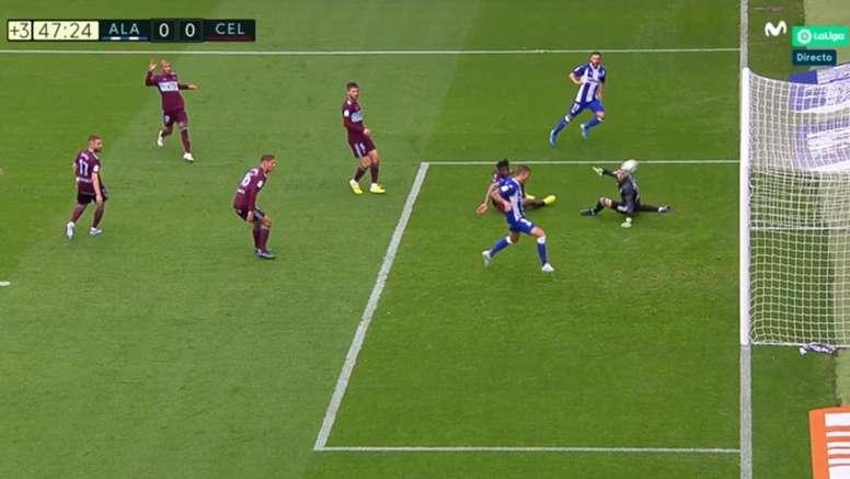 Joselu tuvo el primer tanto y Rafinha casi comete un penalti. Captura/MovistarLaLiga