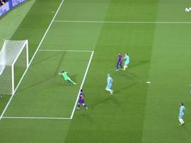 Barcelona teve gol de Arturo Vidal anulado contra o Slavia de Praga. Captura/MovistarLigadeCampeones