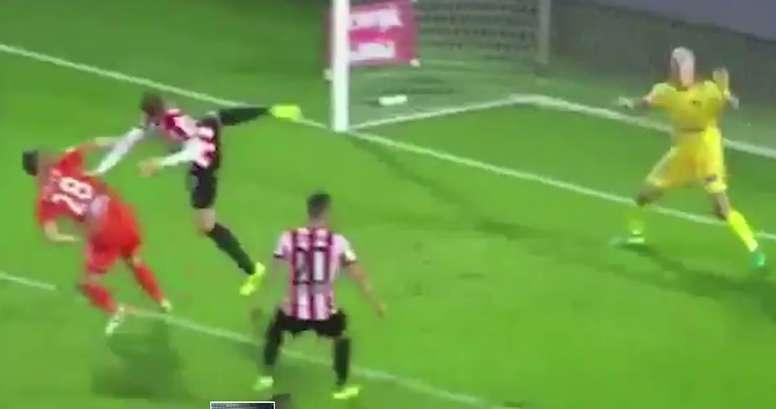 Helik emuló a Ibrahimovic ante el Termalica. Twitter