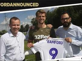 Bamford llegó para reforzar el Leeds United. Twitter/LUFC