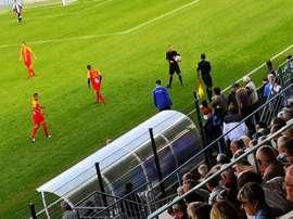 Un arbitre s'est blessé et le 'speaker' a fait une annonce dans le stade. twitter FranceBleuBzh
