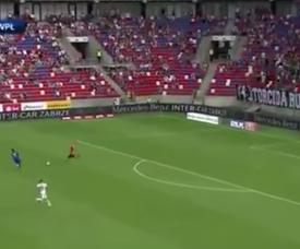 Se vieron tres errores consecutivos en la misma jugada con el 0-1 en el luminoso. Captura/Youtube