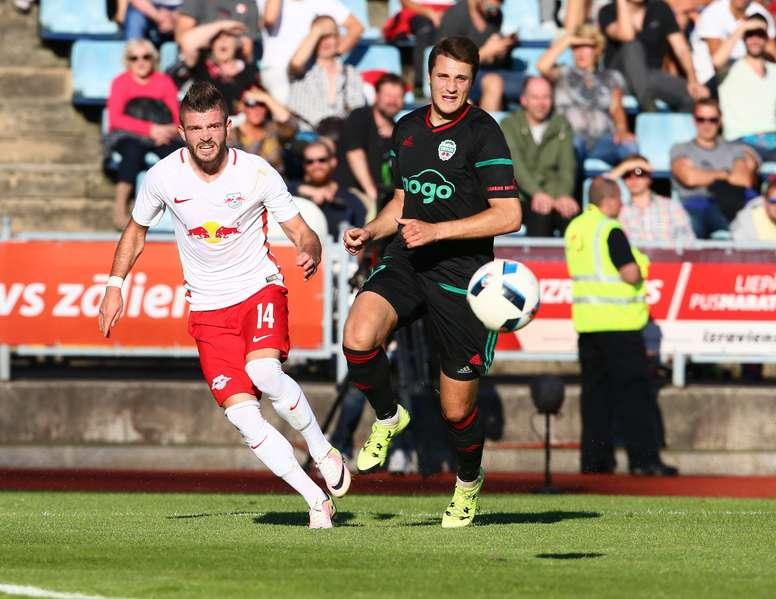 Los aficionados del cuadro austriaco animarán a su equipo en Anoeta. AFP