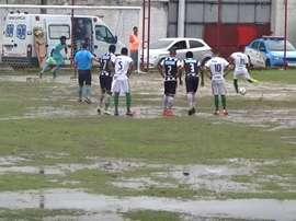 El terreno de juego del Joaquim Flores, impracticable. Youtube