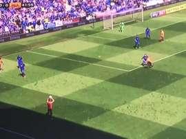Imagen del saque de banda fallido en el partido entre Cardiff y Reading. Twitter/MirrorFootball