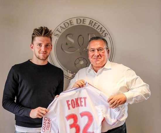 El Reims refuerza su banda derecha con Foket. Twitter/StadeDeReims