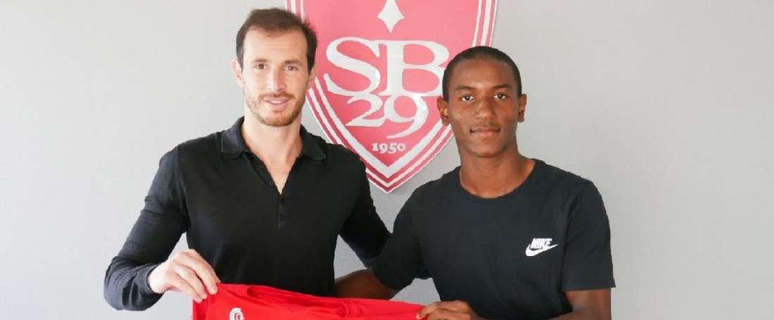Ibrahima Diallo llegó para reforzar al Brest. Twitter/SB29