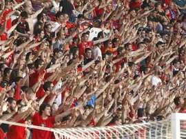 Imágenes de la afición del Osasuna alentando al equipo. Osasuna