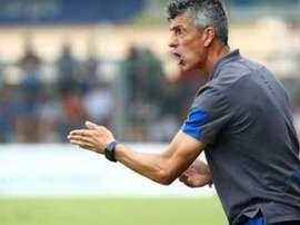 Imanol félicite ses joueurs après leur victoire. RealSociedad