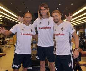 Inler, Nukan y Erkin, nuevos jugadores del Besiktas. BesiktasJK