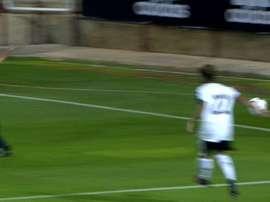 Instante del penalti no pitado provocado por Gruber ante España Sub 21. Cuatro
