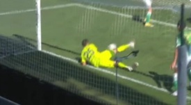 Bravo made a great save. Screenshot/Gol