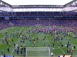 Les supporters de l'Espanyol envahissent le terrain. Capture/beIN