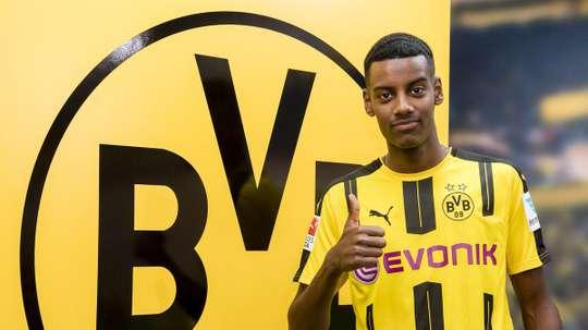 Alexander Isak s'est engagé avec le Borussia Dortmund. BVB