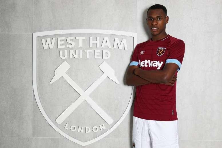 West Ham est la seule équipe de Premier League où Diop a joué. Twitter/WestHamUtd