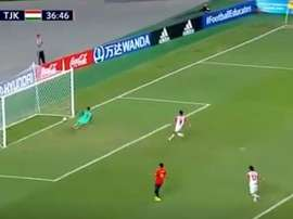 Carrillo scored a comical own goal against Tajikistan in the Under 17 World Cup. Captura/Gol