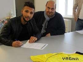 Ivan Yagan, en el momento de la firma con el Lierse. Lierse