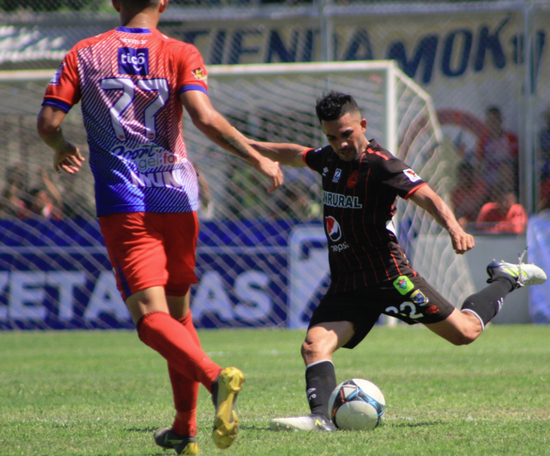 Iztapa se llevó la victoria por 1-0. Twitter/Rojos_Municipal