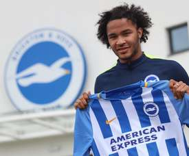 Izzy Brown has talked about the difficulties of breaking in to the Chelsea team. Twitter/BHAFC