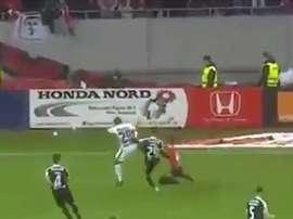 Imagen del penalti más rápido de la historia del fútbol en Rumanía. Youtube