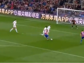 McArthur finished off a pass from Zaha for Palace's second. Captura