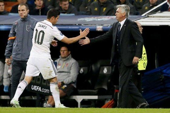 L'entraîneur napolitain aimerait récupérer le milieu colombien. EFE