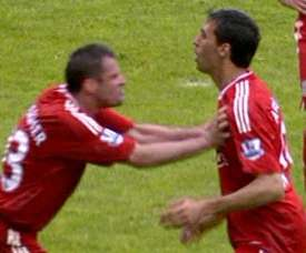 Carragher admitted he almost hit Arbeloa. Captura/SkySports