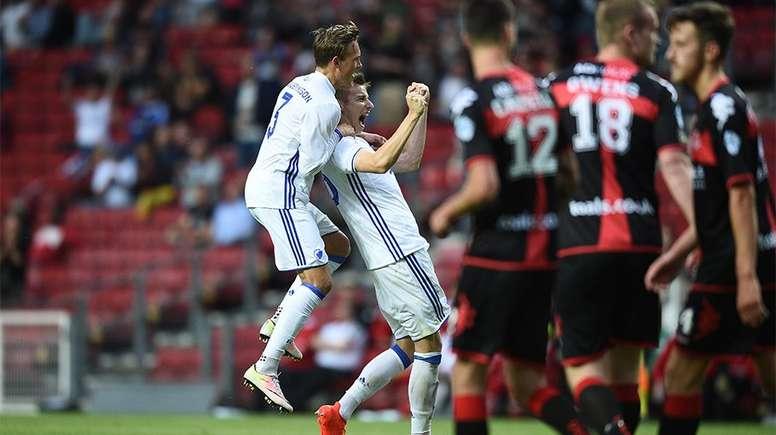 Jan Gregus celebra uno de los goles logrados por el FC Copenhague, que goleó sin piedad al Crusaders galés. FCKobenhavn