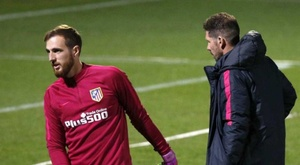 Simeone thinks it is normal for there to be interest in Jan Oblak (L). EFE