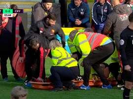 Janmaat se lesiona a los cuatro minutos en el partido entre el Watford y el Crystal Palace del 26 de diciembre de 2016. Casadelfútbol